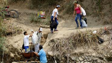 La oposición venezolana denuncia contrabando en la frontera con Colombia