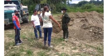 Incautan volqueta y  excavadora utilizadas para minería ilegal