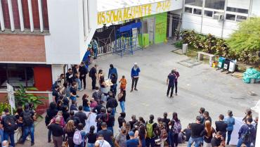A través de manifestación, funcionarios de la Uniquindío invitaron al diálogo