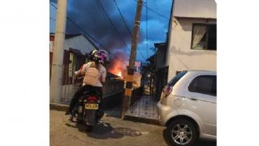 Bomberos controlaron incendio en barrio San Andrés de Armenia