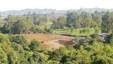 Con residuos de construcción, están contaminando la quebrada El Ataúd