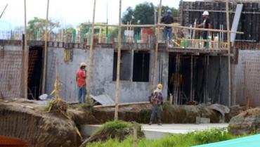 Altos precios de insumos tienen en jaque a la construcción