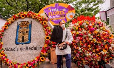 Medellín recibe su tradicional feria con un tapiz tejido con 181.000 flores