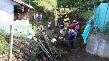 Nuevos deslizamientos amenazan barrio de Montenegro en donde ya murió un niño