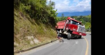 fatal-accidente-de-transito-via-pueblo-tapao-a-la-tebaida