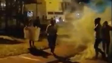 Manifestación de mujeres en Calarcá fue dispersada con gases lacrimógenos